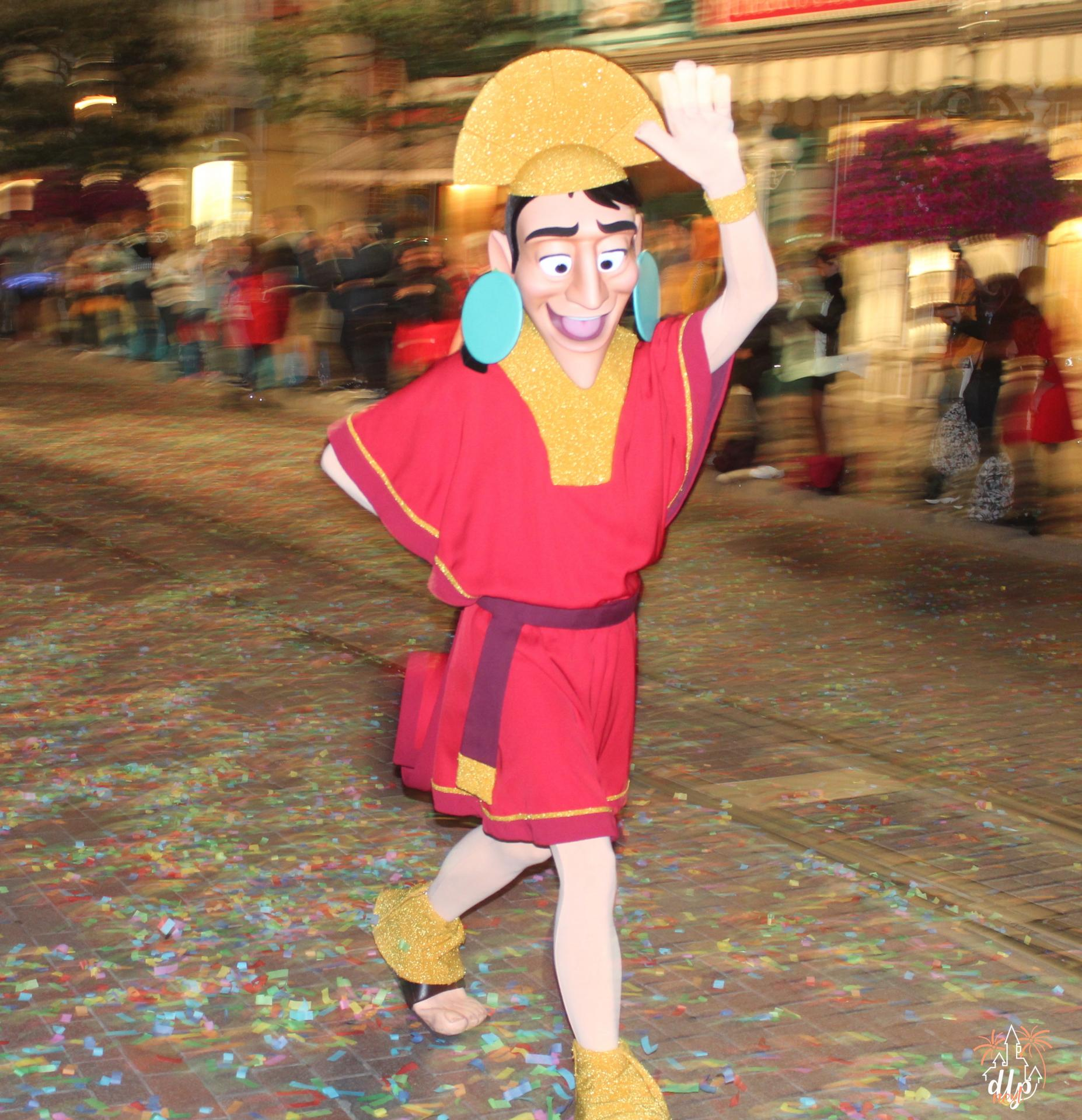 Characters Night Disneyland Paris Kuzco