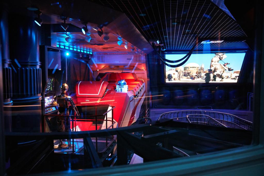 intérieur attraction Star Tours Disneyland Paris